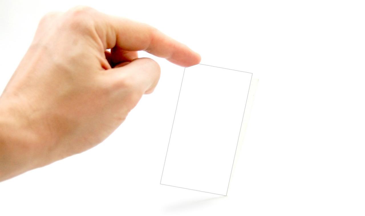 指とカード