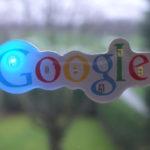 Googleのロゴと窓